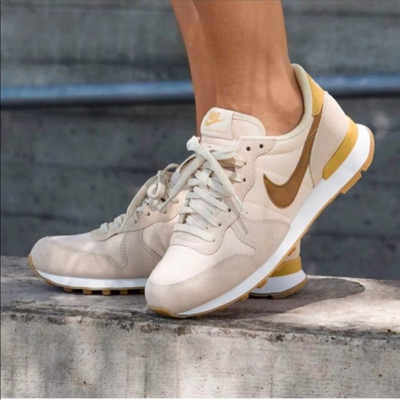 Women's Nike Internationalist Sneakers NWT